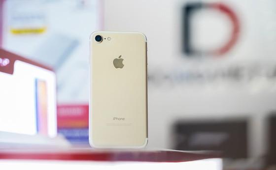 Không đủ tiền mua Phone 11 Pro Max, chọn iPhone nào rẻ và ngon? ảnh 1