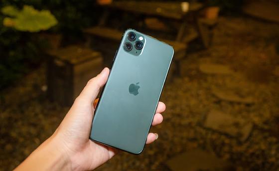 iPhone 11 Pro Max, Xs Max và Galaxy Note 10+ đồng loạt giảm giá đầu tháng 12 ảnh 1