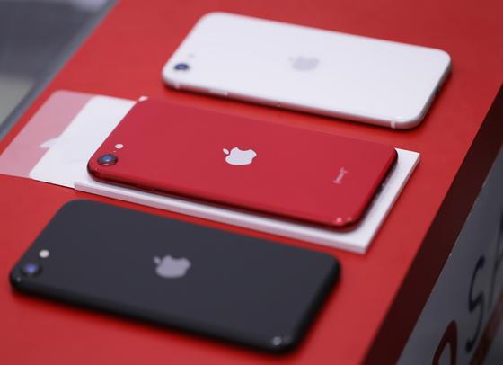 iPhone SE 2020 đầu tiên tại Việt Nam, giá từ 12,7 triệu đồng  ảnh 1
