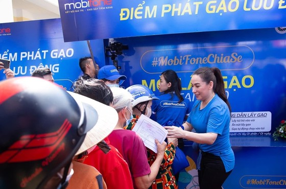 MobiFone chia sẻ yêu thương với 'ATM gạo' và các gói data ảnh 2