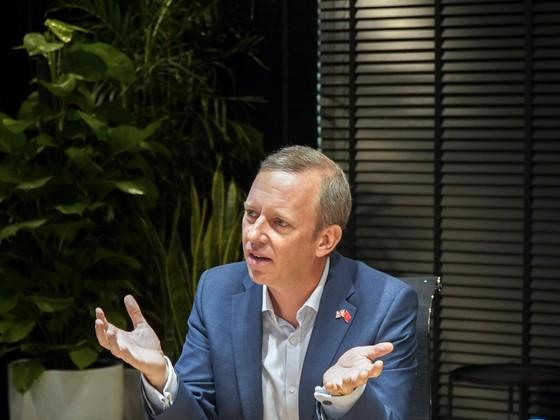 Đại sứ Vương quốc Anh thăm và làm việc tại VNG  ảnh 1