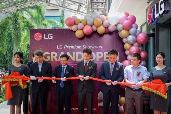 LG đưa thiết bị mới nhất vào Showroom Vinhomes Gardenia ảnh 3