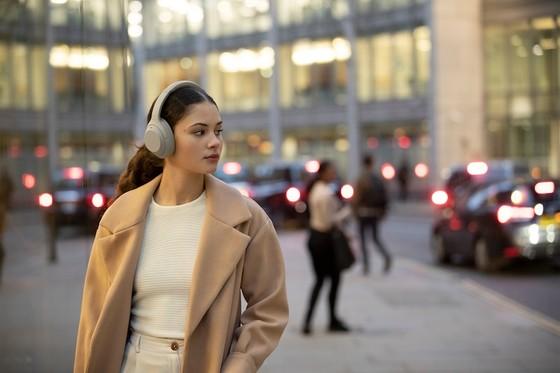 Sony chính thức giới thiệu mẫu tai nghe choàng tai chống ồn WH-1000XM4 ảnh 4
