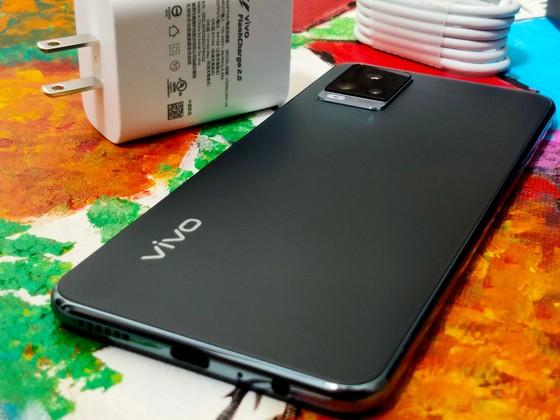 vivo V20: Thiết kế mỏng, trọng lượng nhẹ  ảnh 3