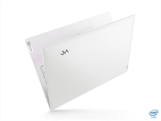 Yoga Slim 7i Carbon laptop có trọng lượng chỉ từ 966 gram ảnh 4