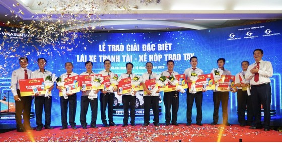 Vinasun Taxi trao thưởng xe Toyota Innova 2.0G AT 2019 cho lái xe  ảnh 3