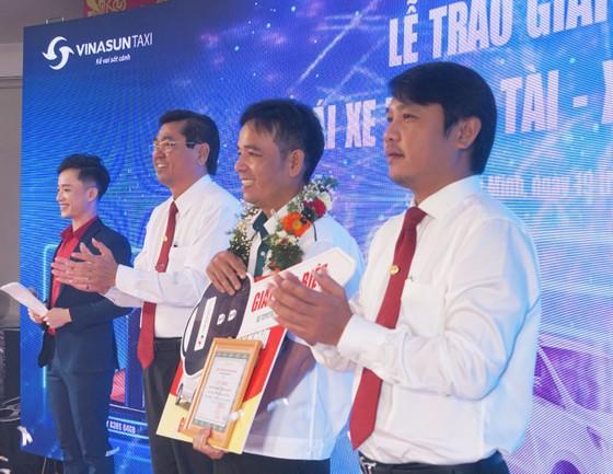 Vinasun Taxi trao thưởng xe Toyota Innova 2.0G AT 2019 cho lái xe  ảnh 1