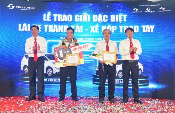 Vinasun Taxi trao thưởng xe Toyota Innova 2.0G AT 2019 cho lái xe  ảnh 2