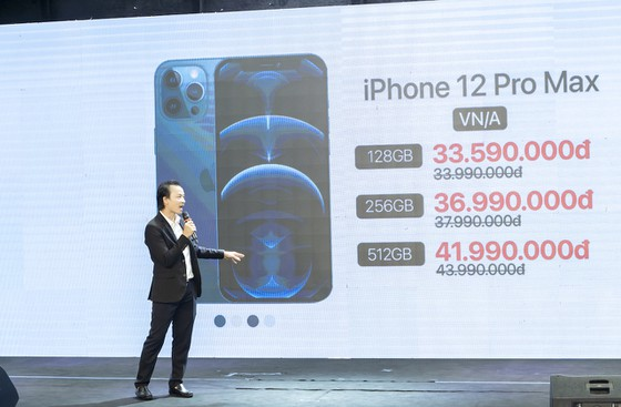 Các cửa hàng đồng loạt giao iPhone 12 chính hãng cho khách ảnh 1