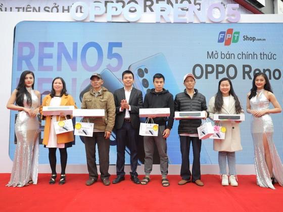 OPPO Reno5 chính thức mở bán với kỷ lục 42,000 đơn đặt cọc ảnh 2