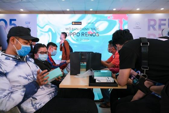 OPPO Reno5 chính thức mở bán với kỷ lục 42,000 đơn đặt cọc ảnh 3