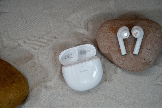 Realme Buds Air Pro chống ồn chủ động với giá gần 2,7 triệu đồng ảnh 1