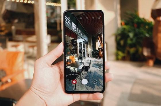 FPT Shop tặng 1,2 triệu đồng cho khách hàng đặt trước Galaxy A52 và A72 ảnh 1