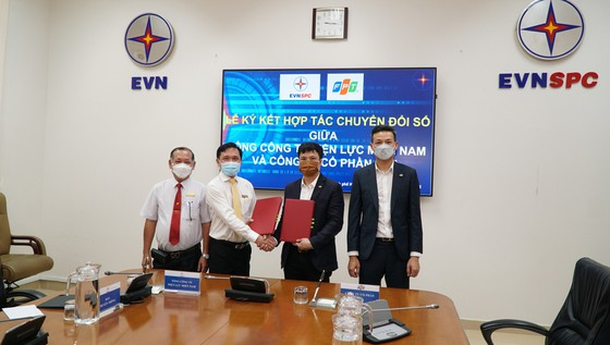 Tổng công ty Điện lực miền Nam và FPT ký kết thỏa thuận hợp tác chuyển đổi số ảnh 1