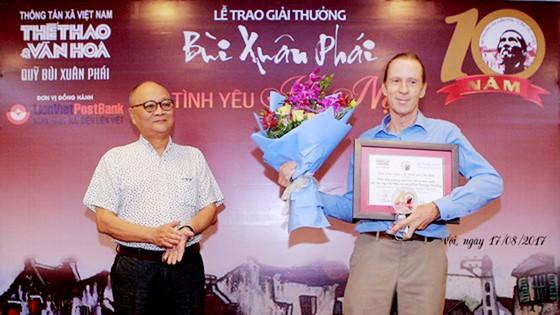 Giải thưởng Bùi Xuân Phái - Vì tình yêu Hà Nội: Nhà văn hóa Hữu Ngọc được trao Giải thưởng Lớn  ảnh 3