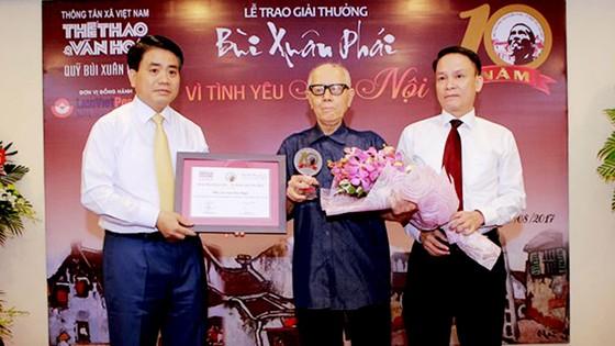 Giải thưởng Bùi Xuân Phái - Vì tình yêu Hà Nội: Nhà văn hóa Hữu Ngọc được trao Giải thưởng Lớn  ảnh 2