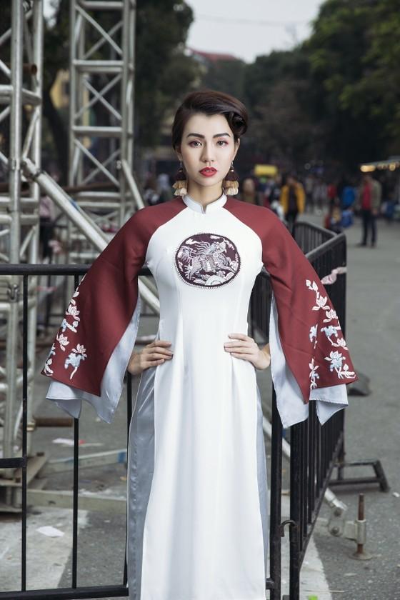 Ấn tượng với nghê Việt trên áo dài truyền thống ảnh 6