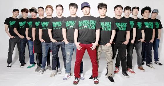 Hàng trăm bạn trẻ cuồng nhiệt trong lễ hội dành cho fan K-pop ảnh 2