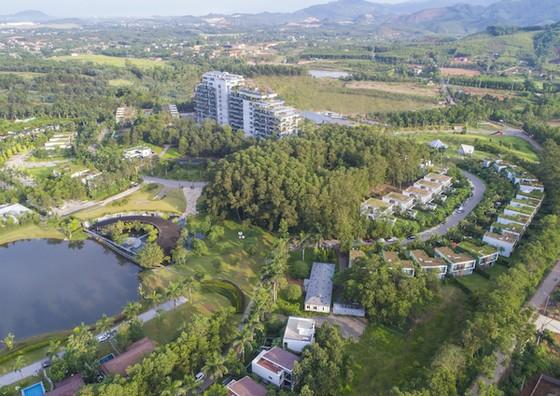 Tòa nhà nghỉ dưỡng được bao phủ bằng 76.000 cây xanh ảnh 1