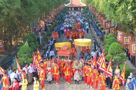 Dâng hương tưởng niệm các vua Hùng ảnh 6