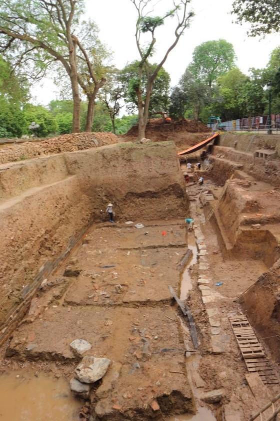 Phát lộ nhiều dấu tích mới tại Hoàng Thành Thăng Long ảnh 4