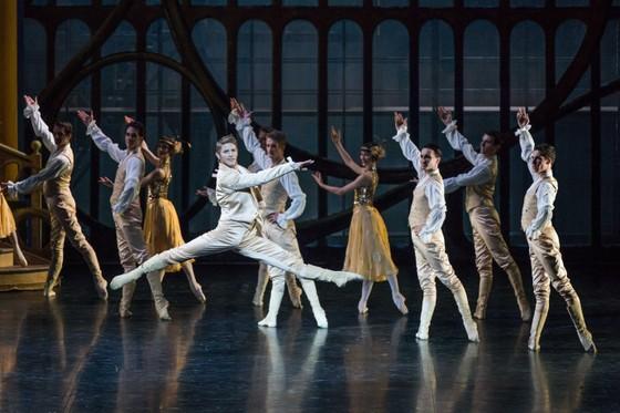 Vở ballet kinh điển Cô bé Lọ Lem của Paris đến với khán giả Việt Nam ảnh 1