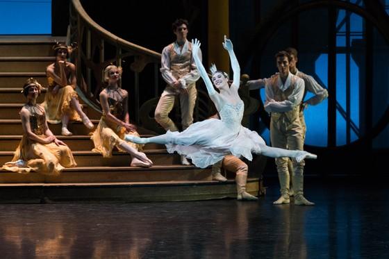 Vở ballet kinh điển Cô bé Lọ Lem của Paris đến với khán giả Việt Nam ảnh 2