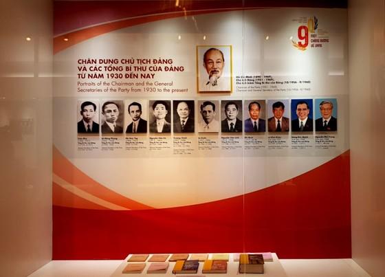 Trưng bày chuyên đề 'Tự hào 90 năm Đảng Cộng sản Việt Nam - Một chặng đường vẻ vang' ảnh 1