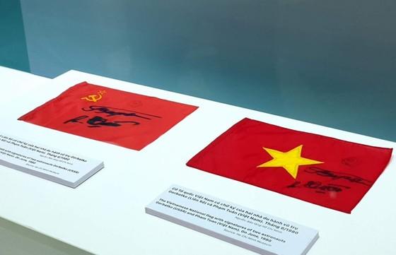 Trưng bày chuyên đề 'Tự hào 90 năm Đảng Cộng sản Việt Nam - Một chặng đường vẻ vang' ảnh 3
