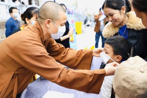 Khuyến khích người dân đeo khẩu trang khi đi lễ chùa ảnh 2