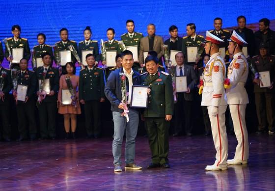 Trao 194 giải thưởng văn học nghệ thuật, báo chí đề tài lực lượng vũ trang và chiến tranh cách mạng ảnh 2