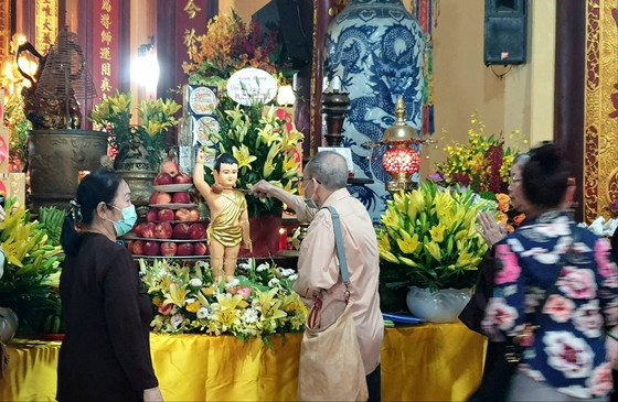 Trang nghiêm chính lễ Phật đản đặc biệt tại chùa Quán Sứ ảnh 3