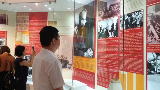 Khai mạc trưng bày chuyên đề 'Hồ Chí Minh - Những nét phác họa chân dung' ảnh 3