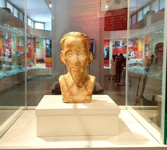 Khai mạc trưng bày chuyên đề 'Hồ Chí Minh - Những nét phác họa chân dung' ảnh 2