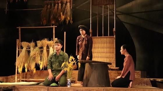 Nhà hát Kịch Việt Nam tiếp tục 'hâm nóng' sân khấu với 'Điều còn lại' ảnh 1