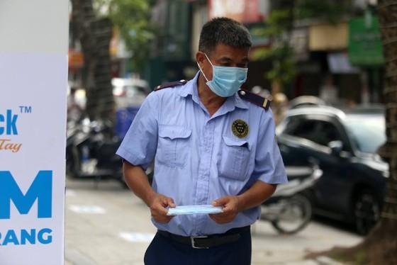 ATM khẩu trang miễn phí cho người dân Hà Nội ảnh 2