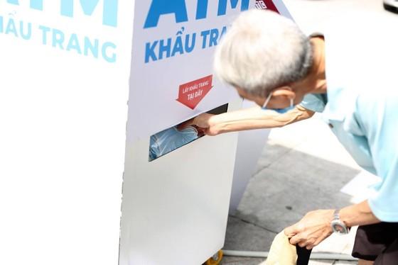 ATM khẩu trang miễn phí cho người dân Hà Nội ảnh 1