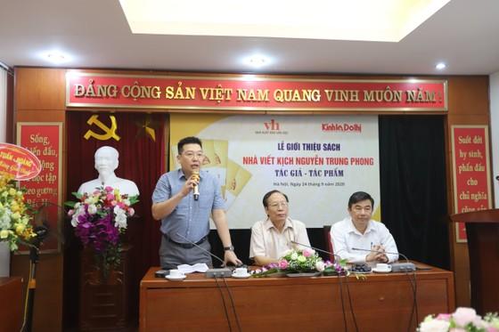 Nhà viết kịch Nguyễn Trung Phong - Huyền thoại Ví, Giặm ảnh 1