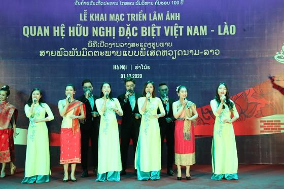 Trưng bày hơn 100 tư liệu hình ảnh quý về tình hữu nghị Việt Nam - Lào ảnh 2