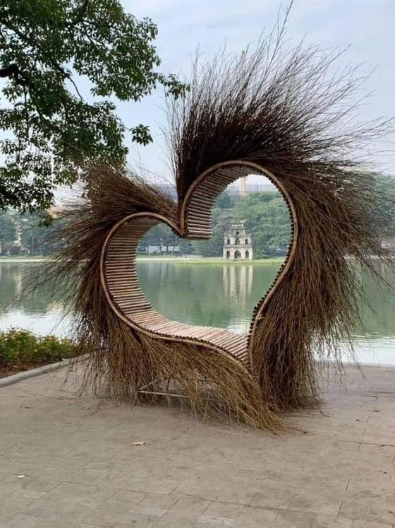 Gỡ toàn bộ thiết kế không phù hợp tại Hồ Gươm trước giờ khai mạc lễ hội ảnh 1