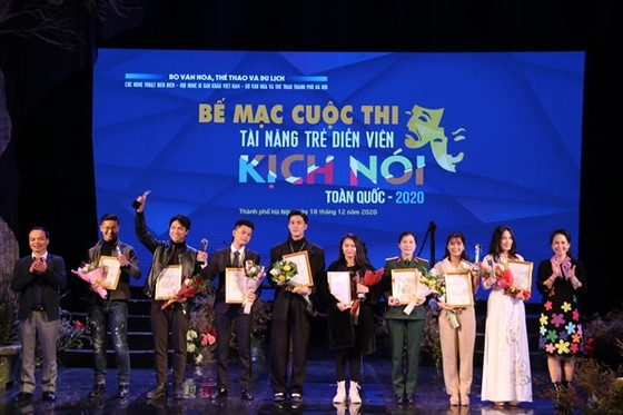 9 HCV được trao cho các tài năng diễn viên kịch nói 2020 ảnh 1