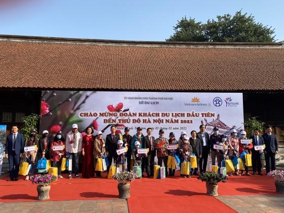 Hà Nội đón đoàn khách du lịch đầu tiên năm 2021 đến từ TPHCM ảnh 1