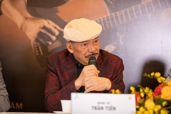 Nhạc sĩ Trần Tiến hát 'Không gục ngã' sau tin đồn qua đời vì bạo bệnh ảnh 1