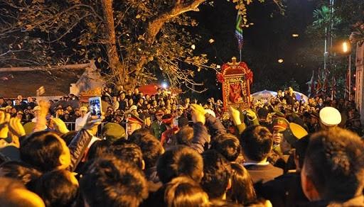 Lễ hội đền Trần là một lễ hội lớn, thu hút đông nhân dân và du khách