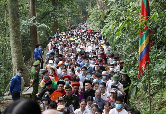 Du khách đổ về Đền Hùng - Phú Thọ gấp 5 lần dự báo  ảnh 3