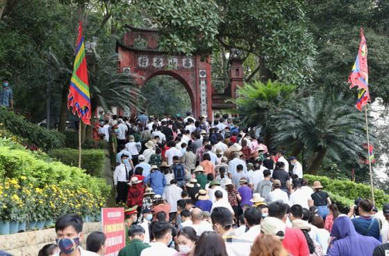 Du khách đổ về Đền Hùng - Phú Thọ gấp 5 lần dự báo  ảnh 2