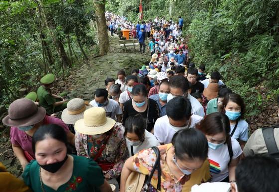 Du khách đổ về Đền Hùng - Phú Thọ gấp 5 lần dự báo  ảnh 4