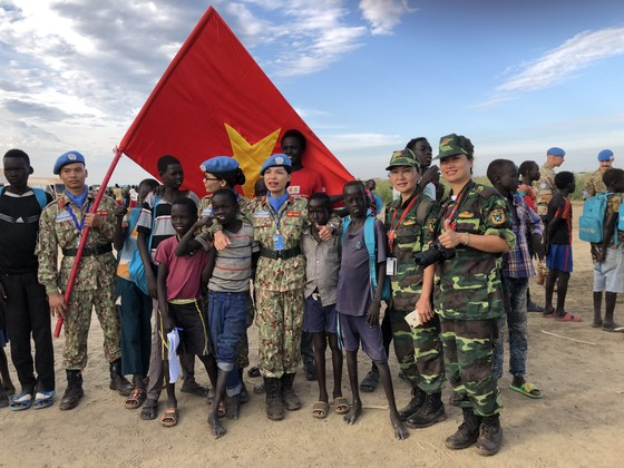 Thiếu tướng Hoàng Kim Phụng: Màu cờ Việt Nam phủ rộng hơn trên bản đồ gìn giữ hòa bình thế giới ảnh 4