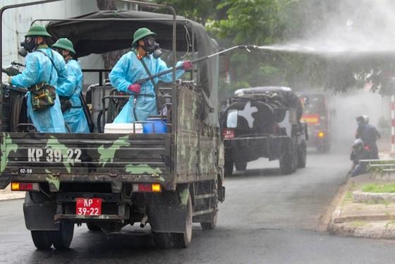 武裝力量在全市進行消毒 ảnh 3