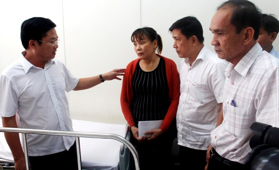 Lãnh đạo TPHCM viếng, thăm hỏi chiến sĩ PCCC hy sinh, bị thương ảnh 3